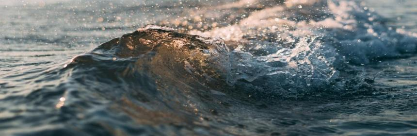 Splashing wave